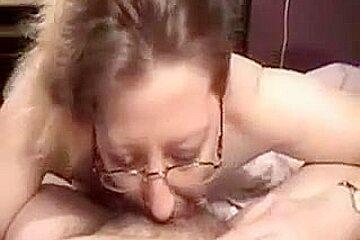 Amateur MILF with glasses great deepthroat
