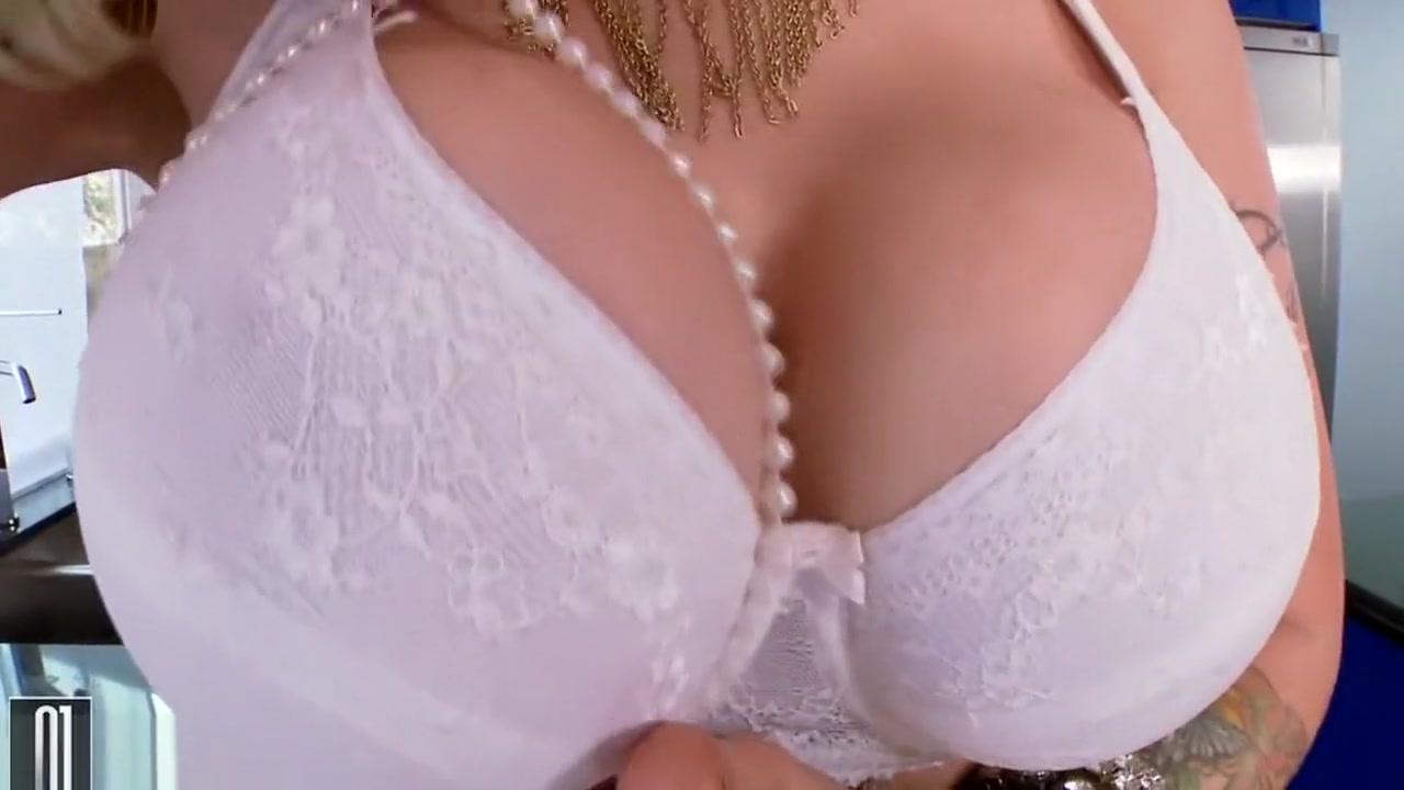 nude Trap girl