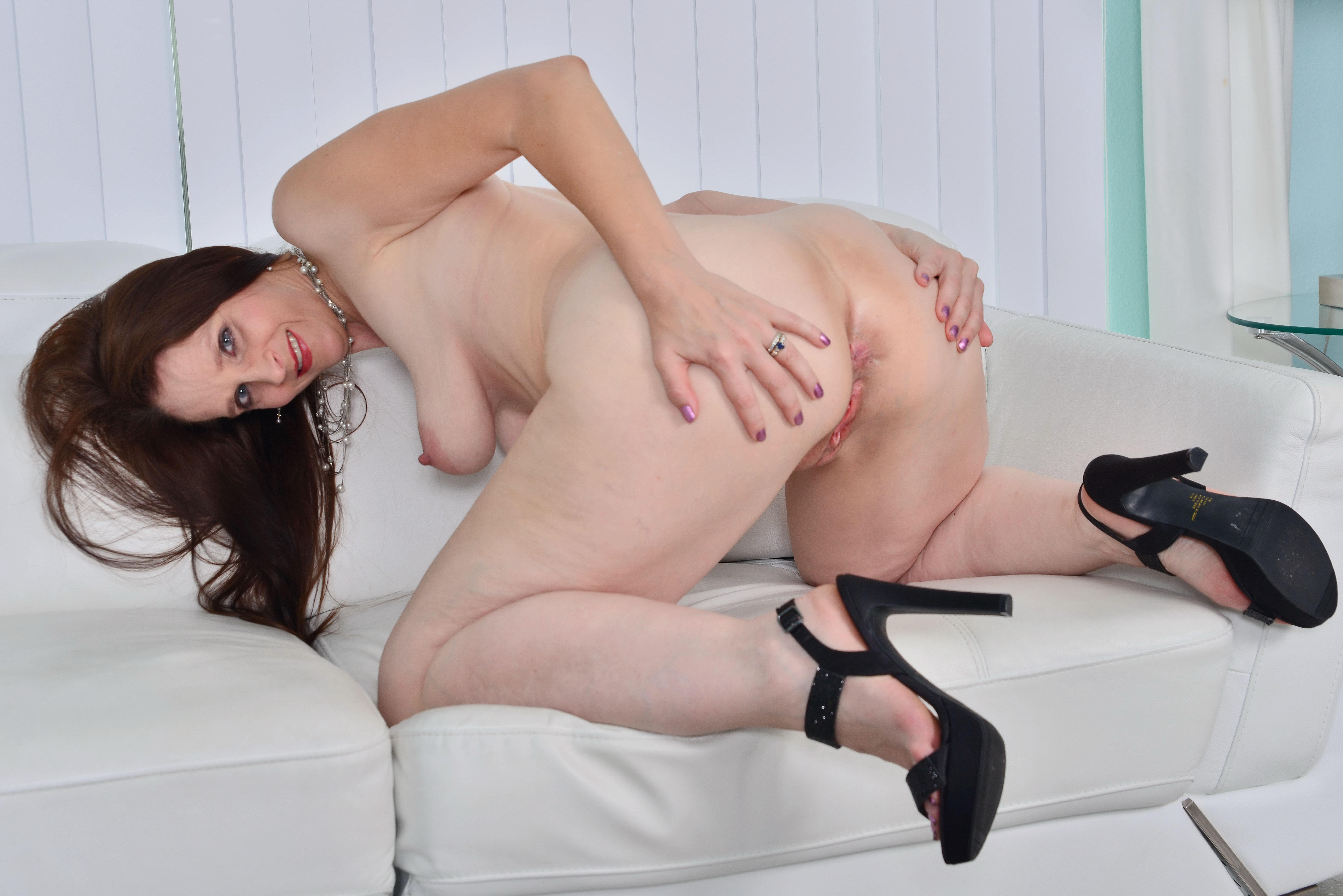 round ass girls nude